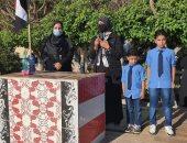 رئيس قرية شباس الشهداء تصطحب أطفال شهيد سيناء لمدرستهم وتكرمهم.. صور