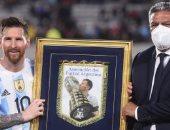 """بعد تسجيل هدفه الـ80 دوليا.. تكريم ميسي كأبرز هداف لأمريكا الجنوبية """"صورة"""""""