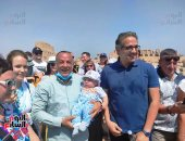وزير السياحة والآثار يلتقى فوجا أوكرانيا بالكرنك.. صور