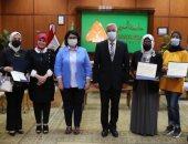رئيس جامعة المنوفية يكرم الطلاب الوافدين الفائزين فى مسابقة أجمل صورة
