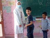 """مدير مدرسة بالزقازيق يشارك """"صحافة المواطن"""" صور الكشف الطبى على التلاميذ"""