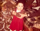 سيرين عبد النور تسترجع ذكريات طفولتها بصورة مع والدتها