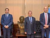 محافظ الإسكندرية يناقش مع سفير فرنسا تفعيل مشروعى تدوير البلاستيك والدراجات