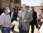 محافظ بنى سويف يوجه بعمل معاينة لمنزل قديم تعرض لتصدعات بمنطقة مقبل