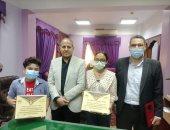 """وكيل """"تعليم كفر الشيخ"""" يكرم طالبين لفوزهما بالمشروع القومى للقراءة على مستوى الجمهورية"""