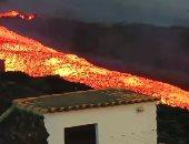 شاهد لقطات جديدة لأنهار الحمم البركانية تجرى وسط المنازل فى جزيرة لابالما