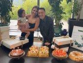 مسعود أوزيل يحتفل بعيد ميلاده الـ33 مع عائلته ويشكر جمهوره على التهنئات