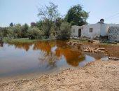 نائب محافظ الإسماعيلية يتابع حل مشاكل مياه الصرف الصحى بقرية فنارة.. صور