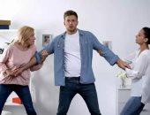 5 قواعد لتحقيق التوازن بين أمك وزوجتك.. سيطر على غضبك وعزز التواصل بينهما