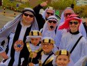 جماهير نيوكاسل ترتدى الزى الخليجى وترفع العلم السعودى فى لقاء توتنهام