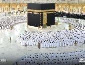 """""""استووا واعتدلوا"""".. أول صلاة بالمسجد الحرام بكامل الطاقة الاستيعابية.. فيديو"""