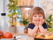 نصائح غذائية لتعليم طفلك تناول طعام صحى مناسب لنمو صحيح