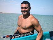 آسر ياسين يخوض تجربة التزلج على المياه فى الجونة خلال حضوره المهرجان.. صورة