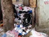 سكان منطقة سموحة يشكون تراكم القمامة أمام كوبرى كليوبترا..وشركة النظافة: تم رفعها