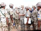 وزير الدفاع يشهد إجراءات تفتيش الحرب لأحد تشكيلات الجيش الثانى