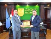 رئيس جامعة الإسكندرية يبحث مع وفد جامعة بنغازى الليبية سبل التعاون العلمى