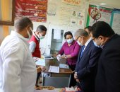 محافظ المنيا يتابع أعمال المبادرة الرئاسية لمكافحة الأنيميا والسمنة لطلاب المدارس