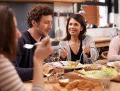 نصائح للوقاية من عسر الهضم.. امضغ طعامك جيدًا وتناول وجبة دافئة