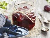 عصير البرقوق.. مشروب مثالى لضبط ضغط الدم وخفض الكوليسترول ومفيد للقلب