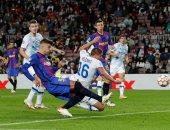 برشلونة يتقدم على دينامو كييف بهدف بيكيه فى الشوط الأول