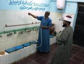 تعقيم وتطهير دورات المياه داخل 2000 مسجد بمحافظة أسوان.. صور