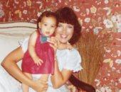 كريس جينر تحتفل بعيد ميلاد ابنتها كيم كاردشيان بصور نادرة من طفولتها