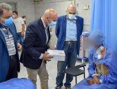 """وكيل """"صحة الشرقية"""" يطمئن على حالة أول مريض قلب مفتوح بمستشفى الزقازيق العام"""