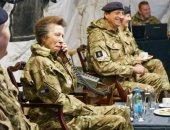 الأميرة آن ترتدى الزى العسكرى فى زيارتها لسلاح الإشارات الملكية