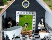 مصممة أزياء تصمم منازل للعصافير تشبه بيوتنا الحقيقية.. فيها حمام وبانيو