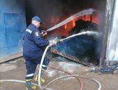 إخماد حريق التهم مخزن أدوات منزلية فى البدرشين دون إصابات.. صور