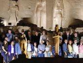 سفراء أكثر من 30 دولة وعائلاتهم يزورون معبدى أبو سمبل