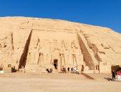 ظاهرة تعامد الشمس الفريدة.. مشاهد بديعة من داخل معبد الملك رمسيس الثانى بأبو سمبل