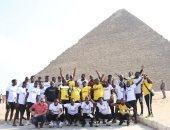 توسكر الكينى يزور الأهرامات بعد خسارة الزمالك فى أبطال أفريقيا.. صور