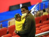 أجاي وعائلته يؤازرون الأهلي أمام بطل النيجر.. صور