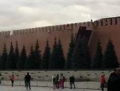 """سقوط """"سقالات"""" وجزء من جدار الكرملين بسبب رياح شديدة وأمطار.. فيديو وصور"""