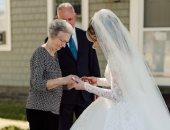 فتاة ترتدى فستان زفاف جدتها بدون أى تعديلات.. عمره 60 سنة وأخرجته من كيس قمامة