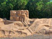 أبوالهول وتمثال نابليون ويوليوس قيصر تجذب السياح بمتحف الرمال بالغردقة.. لايف وصور