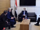 رئيس الوزراء يلتقى وفدا من مسئولى الجامعة الفرنسية
