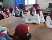 المدارس تنظم ندوات لتوعية الطلاب بأهمية الإجراءات الاحترازية.. صور