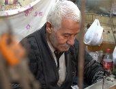 """ترزى الشباب.. 70 سنة فى المهنة ومن حبهم فيه سموه """"الأصلى"""""""