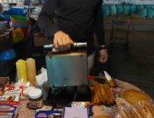 حكاية خريج هندسة ابتكر ماكينة صناعة فريسكا بالشوكولاتة ويتجول بها فى الإسكندرية.. لايف