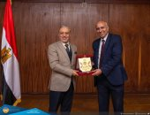 رئيس جامعة طنطا يكرم الدكتور عبد النبى قابيل لحصوله على المركز 22 عالميا