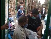 توافد طلاب علوم القاهرة إلى نقطة التطعيم للحصول على لقاح كورونا.. لايف