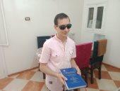رائد رأفت يحصل على الدكتوراه رغم إعاقته البصرية بالمنيا.. فيديو