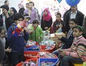 من شراء الكتب للتسوق والألعاب..معرض الكتاب يسجل يوميات أسرة مصرية