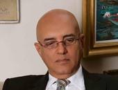 خالد يوسف ومحمد عبد العزيز يوقعان على بيان لجنة الخمسين اعتراضا على حبس الكتاب