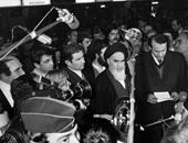 كاتب إيرانى: نظام الخمينى أسوأ من حكم الشاة