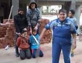 """أطفال مصريون يسخرون من """"داعش"""" بتمثيل مقطع فيديو لإعدام أصدقائهم"""