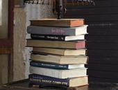 بالصور.. لعشاق القراءة.. 10 طرق مبتكرة لتزيين المنزل بالكتب