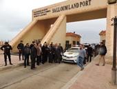 سفر وعودة 2076 مصريا وليبيا و 246 شاحنة عبر منفذ السلوم خلال 24 ساعة